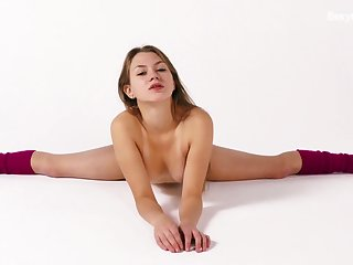Sexy alterable gymnast Kira Zukerman gets naked and shows pussy in alternate postilions
