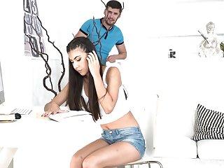 Turkish day Anya Krey allows her boyfriend to cum in wet yummy pussy