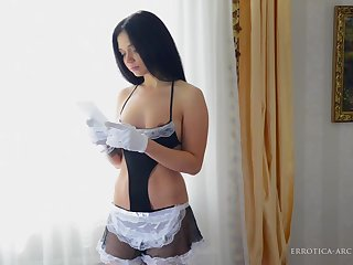 Housemaid - Eselda - Errotica-Archives