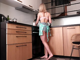 Libidinous housewife Patricia Tease is finger fucking pussy int he kitchen